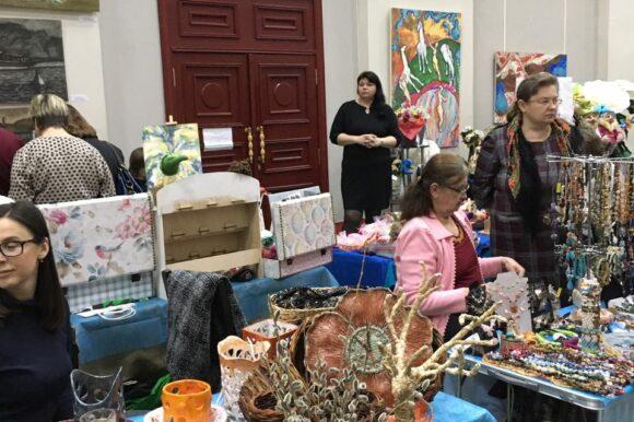 19 апреля в Центре культуры «Рекорд» мамы Нижегородской области представили свои товары и услуги в рамках Выставки-Ярмарки  «Сделано мамой. Сделано в России»