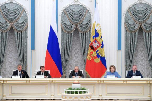 Президенту России доложили о первых успехах в реализации нацпроектов